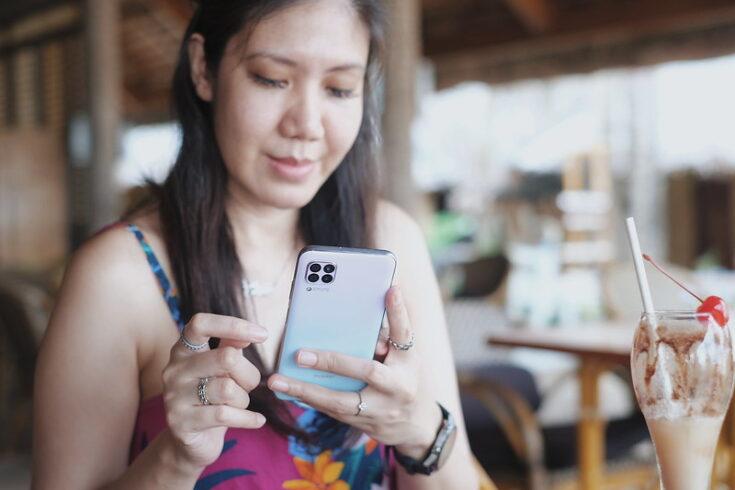The Huawei Nova 7i Sakura Pink: Cute and Sophisticated