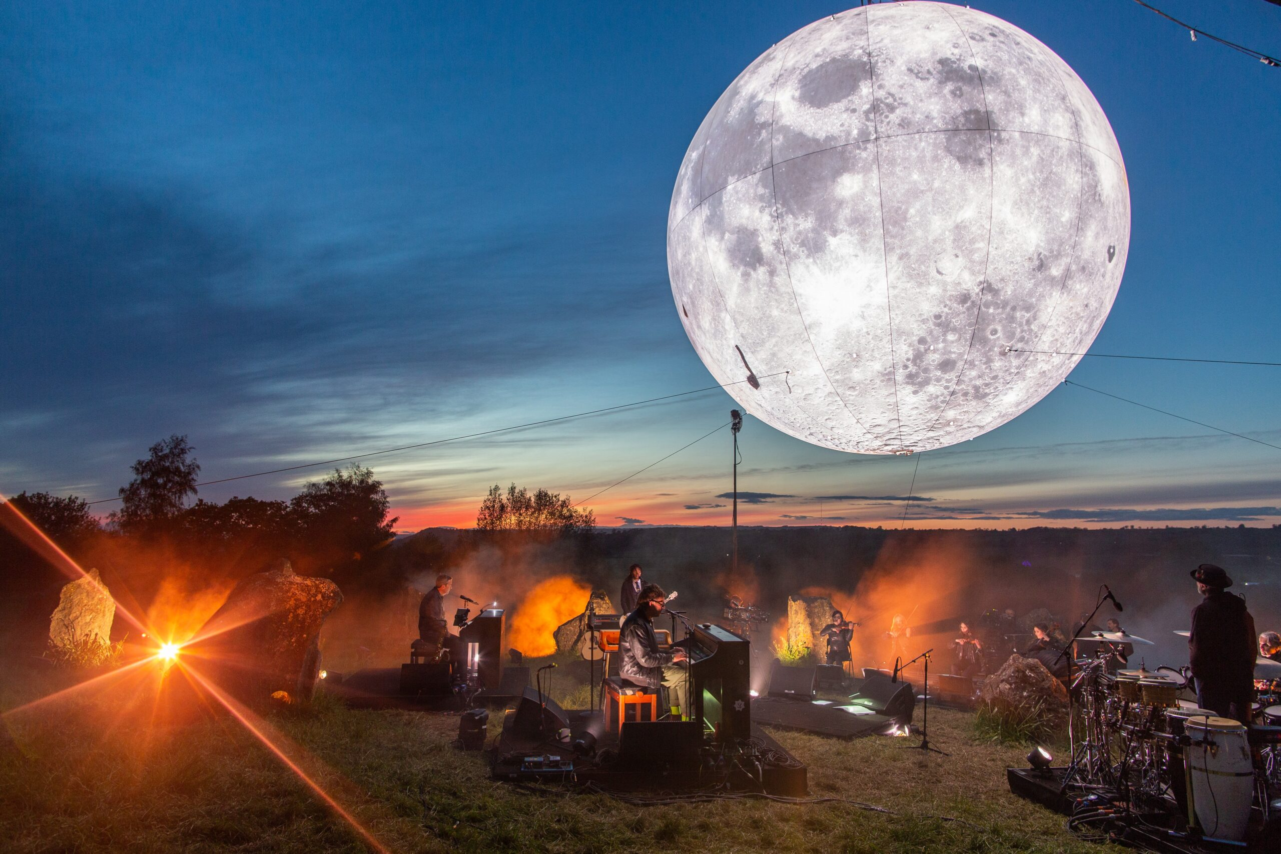 GMovies, Upstream give Filipinos a rocking good time at the Glastonbury Festival